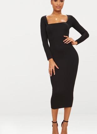 Черное вечернее платье с актуальным вырезом prettylittlething