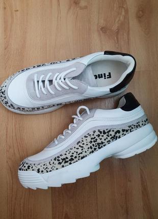 Леопардовые кроссовки белые