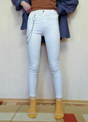 Белые джинсы stradivarius super high waist