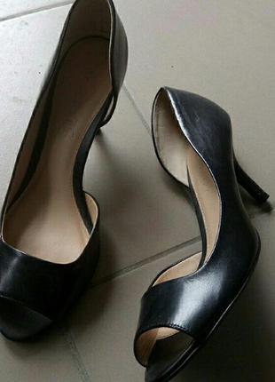 Туфлі з відкритими пальцями andre