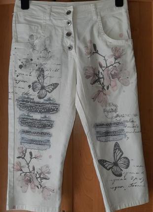 Лёгкие бриджи/шорты молочного цвета с принтом