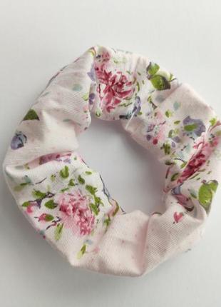 Резинка для волосся дрібні квіти на рожевому