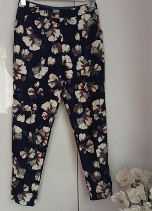 Классные брюки штаны с цветочным принтом