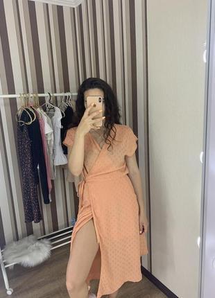 Шикарное персиковое платье на запах  датского бренда minimum