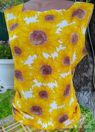 Яркий белый в желтых подсолнухах сарафан на лето
