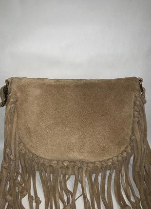 Кожаная фирменная сумочка на/ через плечо с бахромой oasis. стиль кросс боди