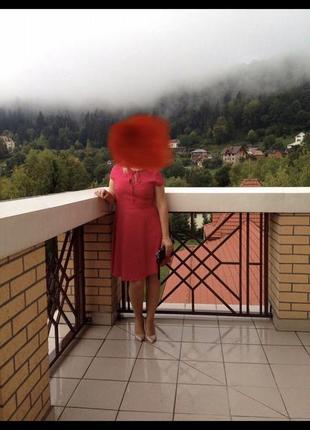 Яркое платье в горох .