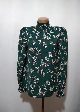 Блузка с воротником стойкой в принт
