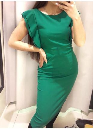Зеленое платье миди по талии с рукавами воланом