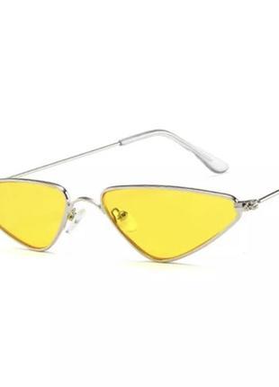 Стильные имиджевые солнцезащитные очки