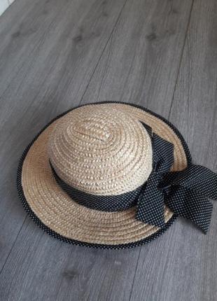 Соломенная шляпа бежевая декорирована лентрй