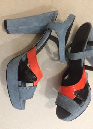 Шикарные босоножки на толстом каблуке стелька 25.8 см