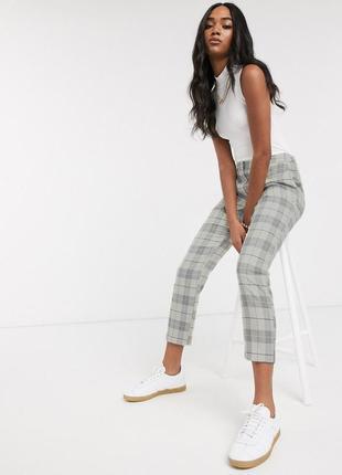 Трендовые зауженные брюки штаны в клетку узкие укороченные от new look