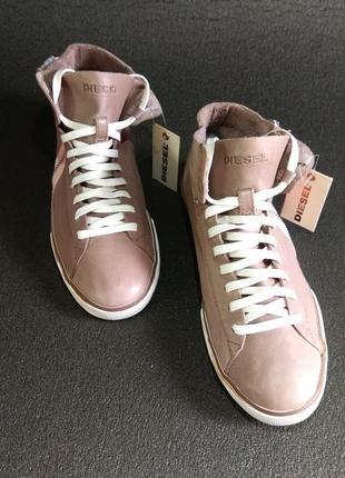 Кожаные женские кроссовки на молнии