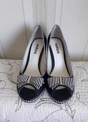 Туфли на каблуке,стильные,деловые
