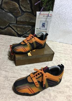 Кросівки фірмові mustang