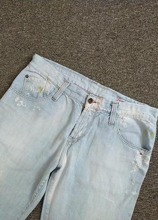 Стильные светло голубые джинсы рванки