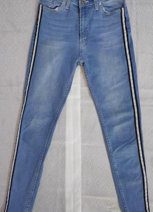 Скинни джинсы с лампасами