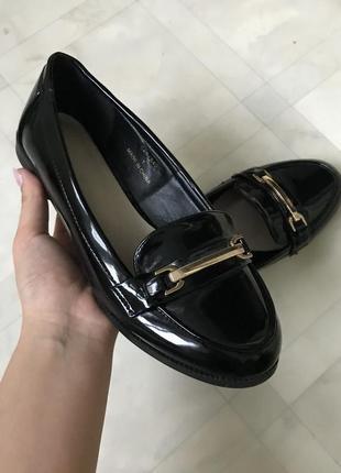 Лоферы лаковые туфли