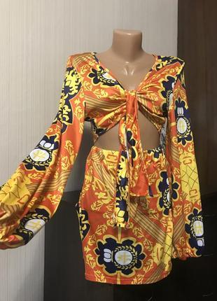 Яркий костюм топ с объёмными рукавами  и юбка