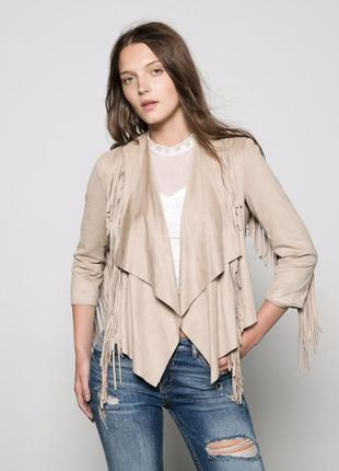 Большой выбор верхней одежды разных размеров куртка с ниспадающим ассиметричным воротником