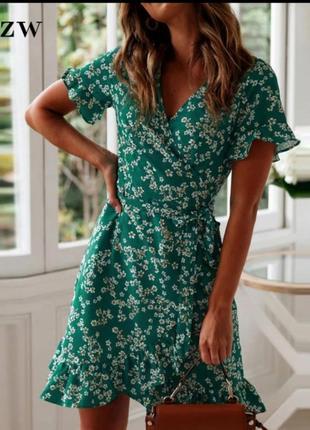 Летнее платье в цветы рюши