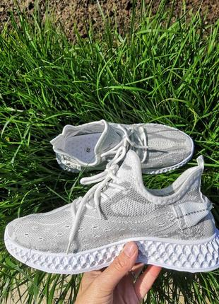 Очень мягкие и удобные женские кроссовки