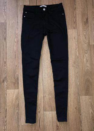 Чёрные джинсы скини