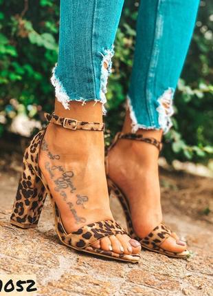 Леопардовые босоножки на высоком каблуке с 38-41