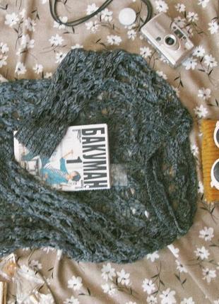 Черный вязанный сеткой свитер