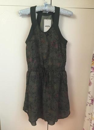Платье в цветы pull&bear