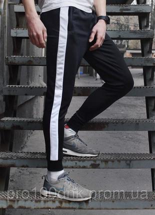 Спортивные штаны  dnk mafia с белым лампасом