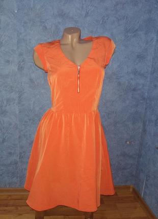 Шикарное платье ииди с пышной юбкой коралового цвета