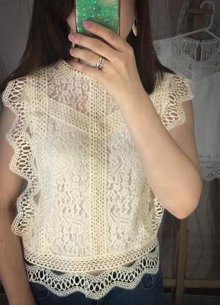 Молочная кружевная блузка
