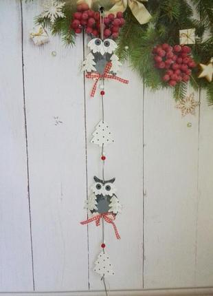Длинная декоративная подвеска с совами из дерева