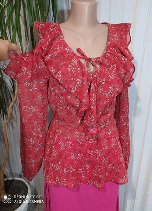Помантичная воздушная блуза с открытыми плечиками и воланами