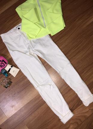 Белые джинсы bershka высокая посадка