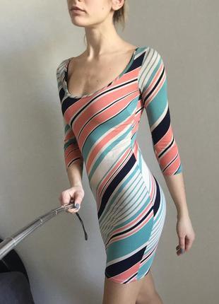 Короткое яркое платье