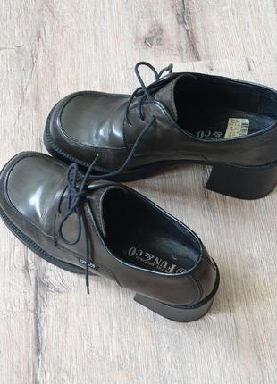 Туфли на широком каблуке разм 40