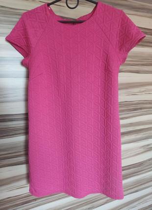 Платье фуксия из фактурного трикотажа