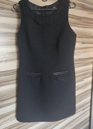 Плотное платье на невысоких