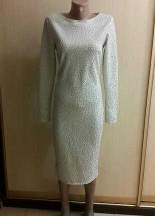 Стильное серебристое жаккардовое платье