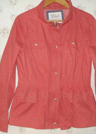 Очень крутая коралловая курточка на весну, раннюю осень легким эффектом потертости