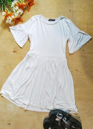 Легкое платье с красивыми рукавами