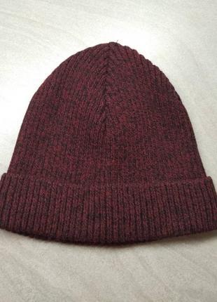 Бордовая шапка-бини в рубчик