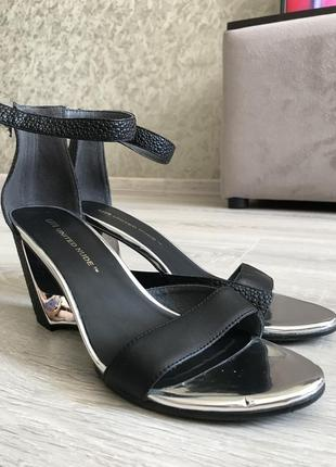 Босоножки на каблуке united nude