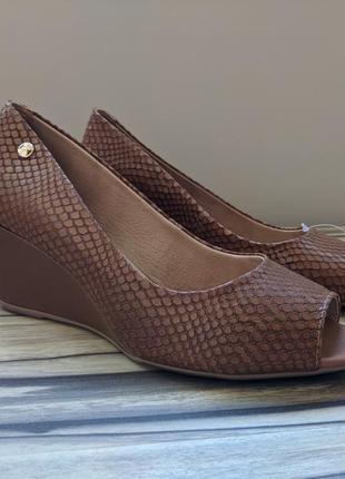 Кожаные туфли с открытым носком. bottero
