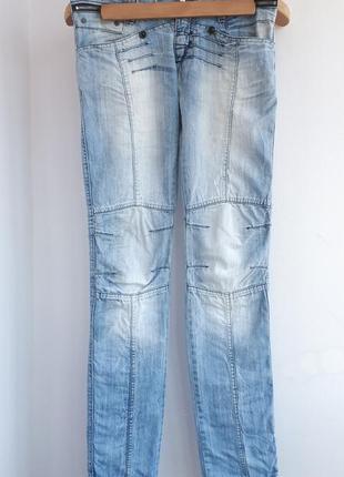 Голубые джинсы прямой крой