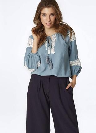 Блуза з мереживними вставками