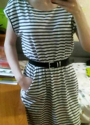 Летнее белое платье в черную горизонтальную полоску
